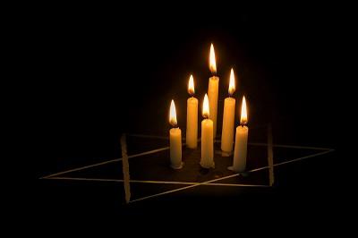איך אתם בכלל יכולים להאמין באלהים, ולא כל שכן בישוע, אחרי זוועות השואה?